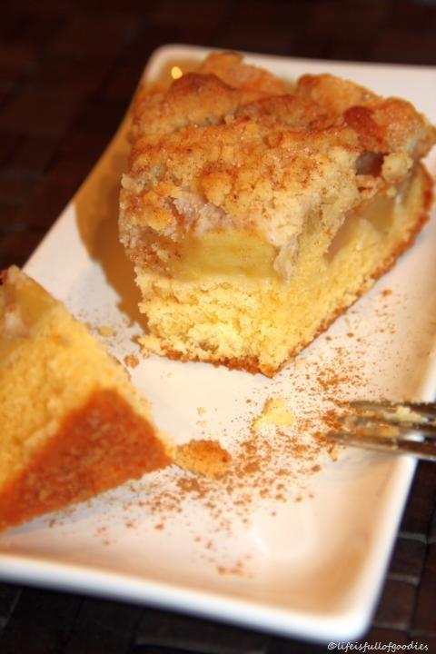 Altmodischer Apfelkuchen mit Mandelstreuseln