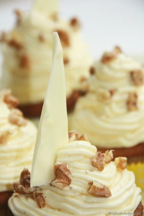 Banana Walnut Cupcakes mit Vanille Buttercreme