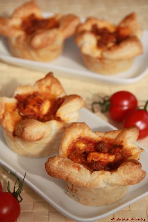Blätterteigmuffins mit Hackfleisch und Feta