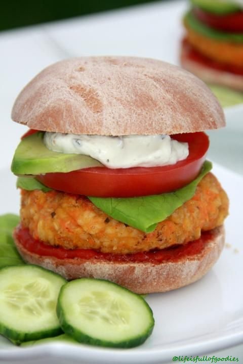 Veggie Burger mit Dinkelbrötchen