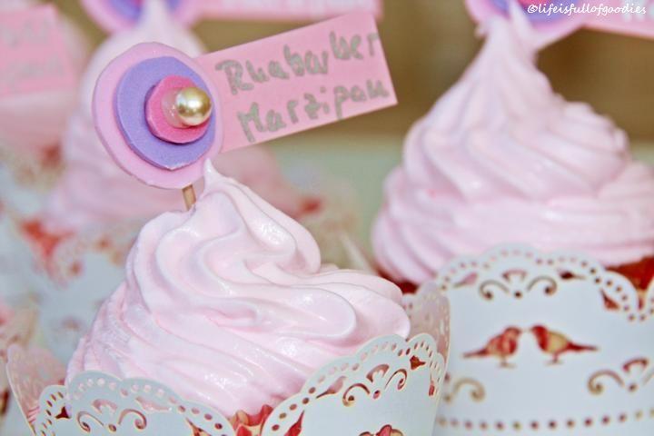 Rhabarber Marzipan Cupcakes mit Marshmallow Fluff