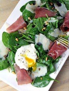 """Gastbeitrag: Spinatsalat mit pochiertem Ei und Parmaschinken von """"Gutes für Leib und Seele"""""""