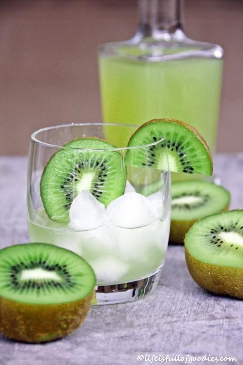 Kiwi Sirup auf Martini
