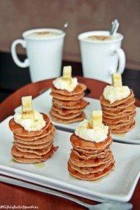 Vollkorn Bananen Pancakes mit Kokosquark