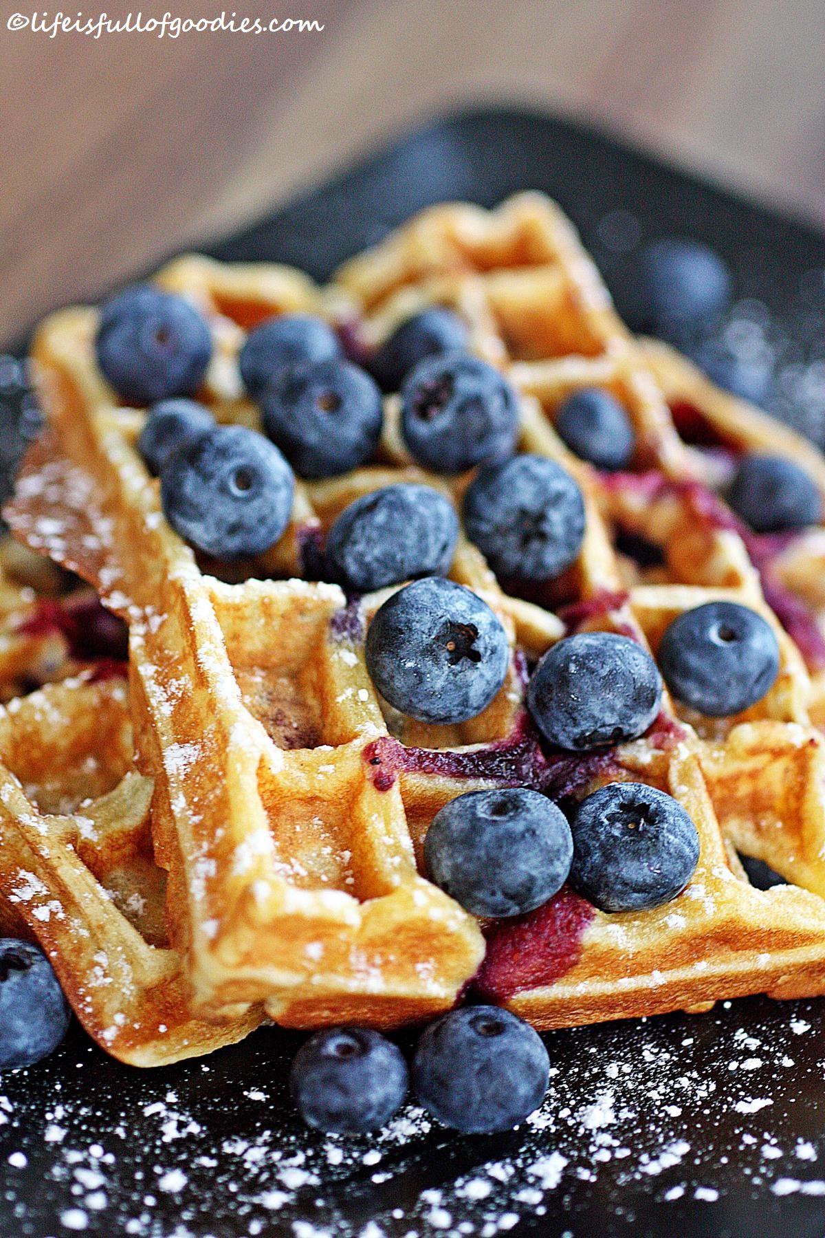 Blueberry Buttermilk Waffles und ein heißes Eisen