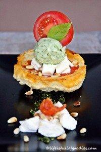 Tomaten Tarte Tatin mit Mozzarella und Avocadoeis und 2 Gewinner!