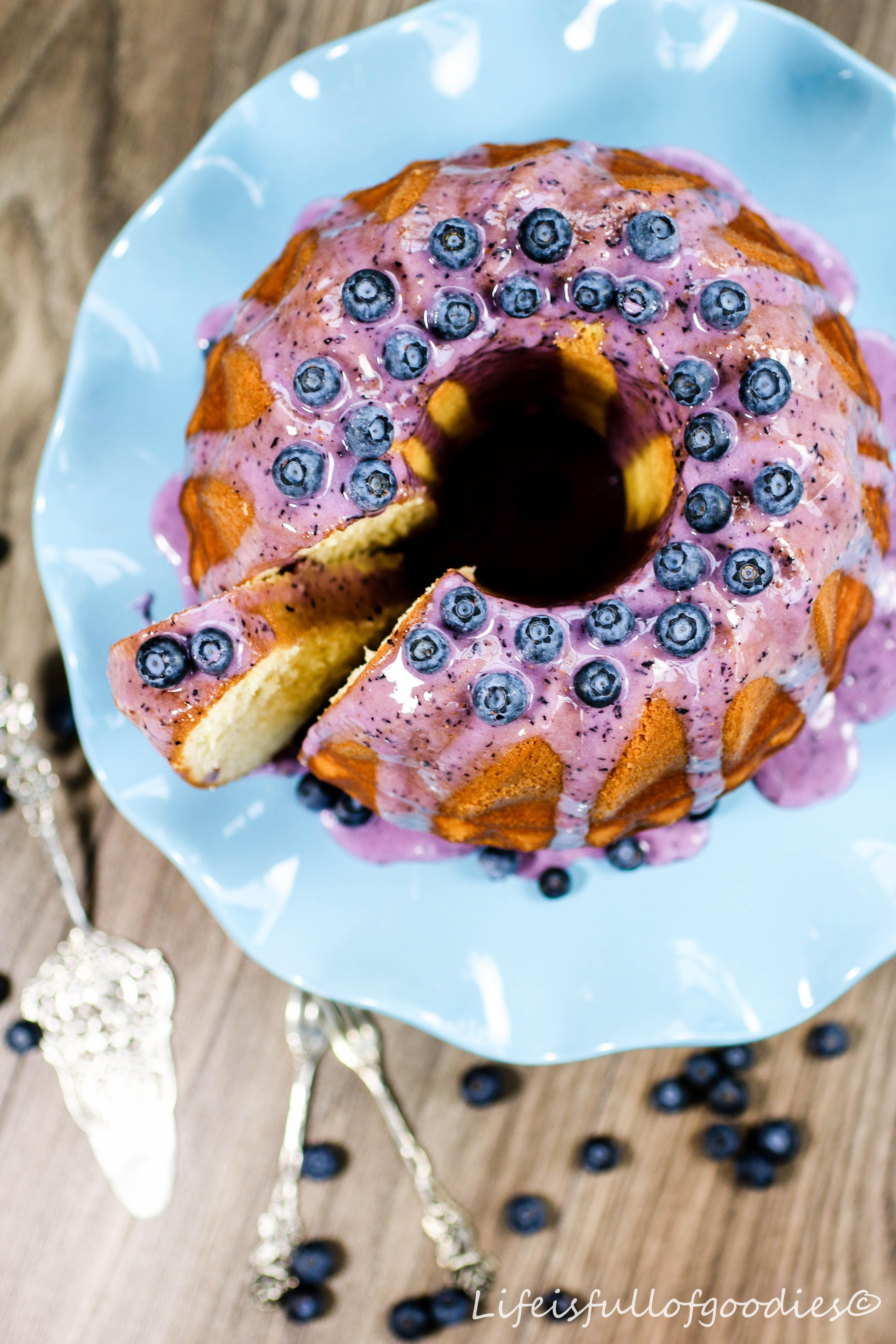 Buttermilchkuchen mit Blaubeerguss