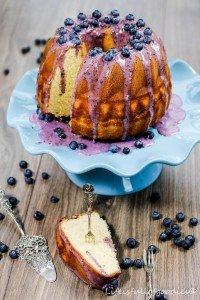 """Buttermilchkuchen mit Blaubeerguss für """"Fabulous Food""""!"""