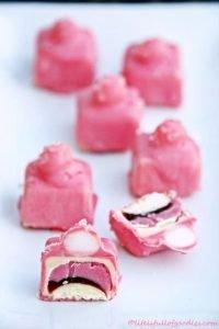 Himbeerpralinen mit Marmelade und Fondantkugel