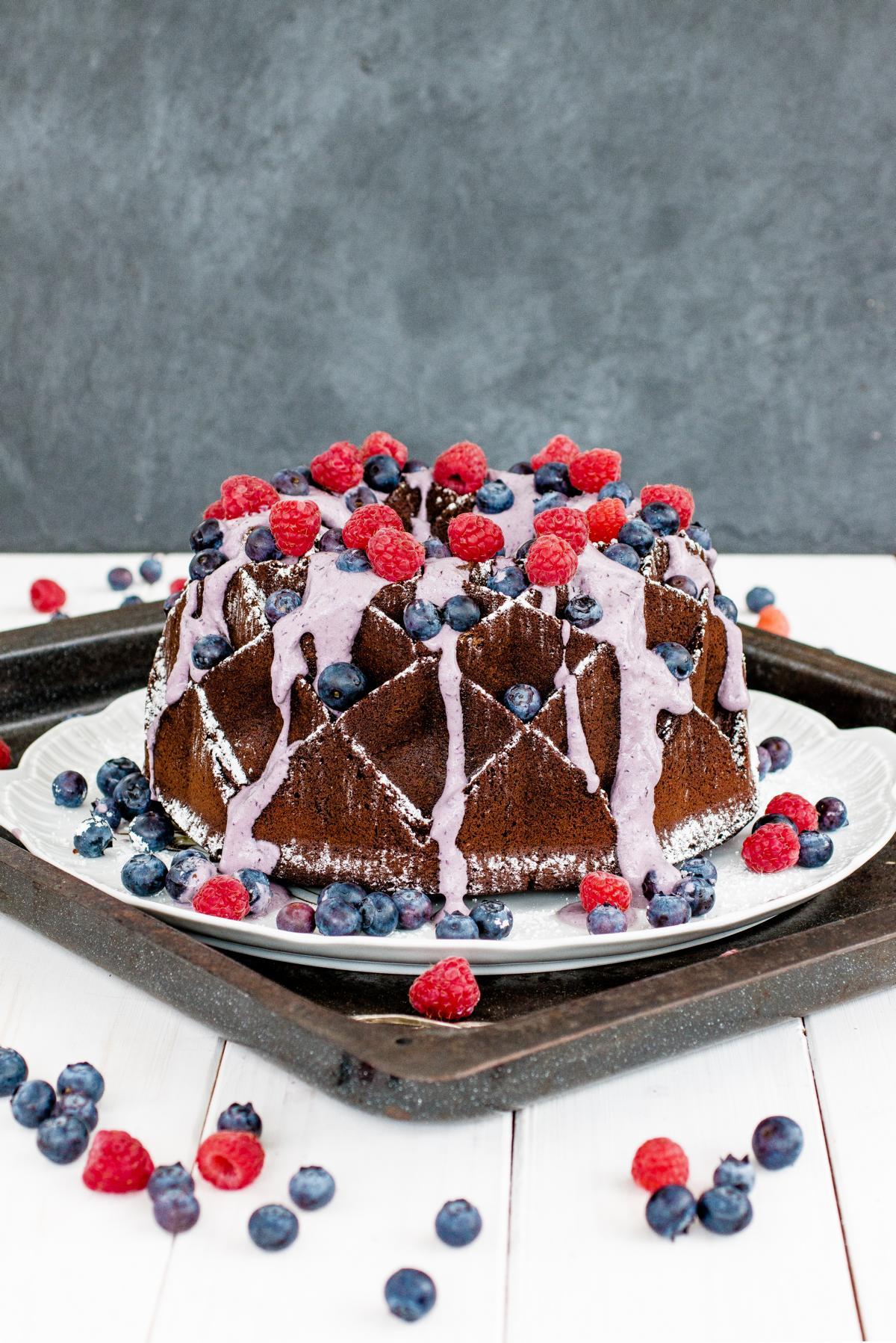 Chocolate Cake mit Blueberry Swirl