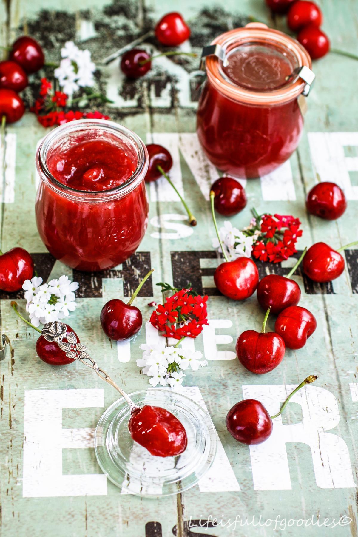 Kirschmarmelade und Kirsch-Erdbeer-Ananas