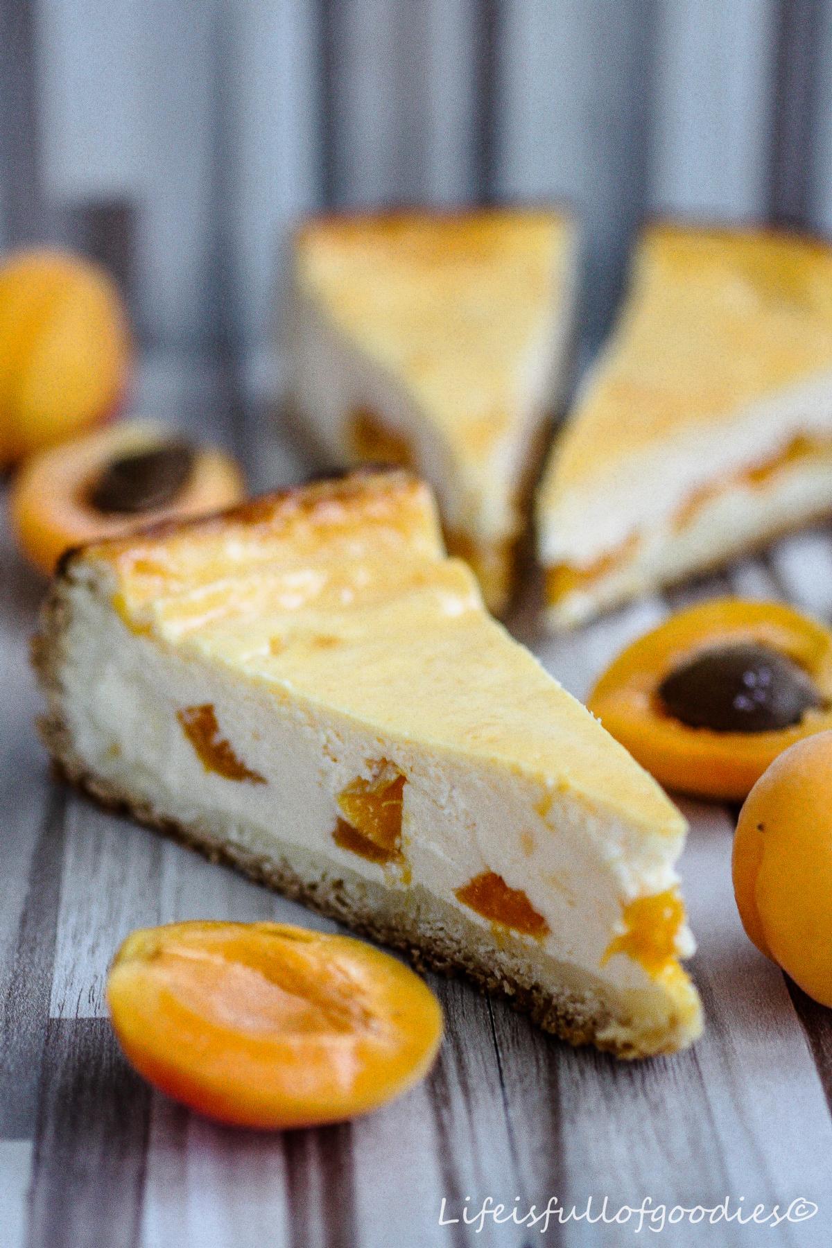Aprikosen-Käsekuchen