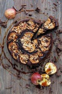 Schoko-Apfelkuchen mit Mandeln und Karamell