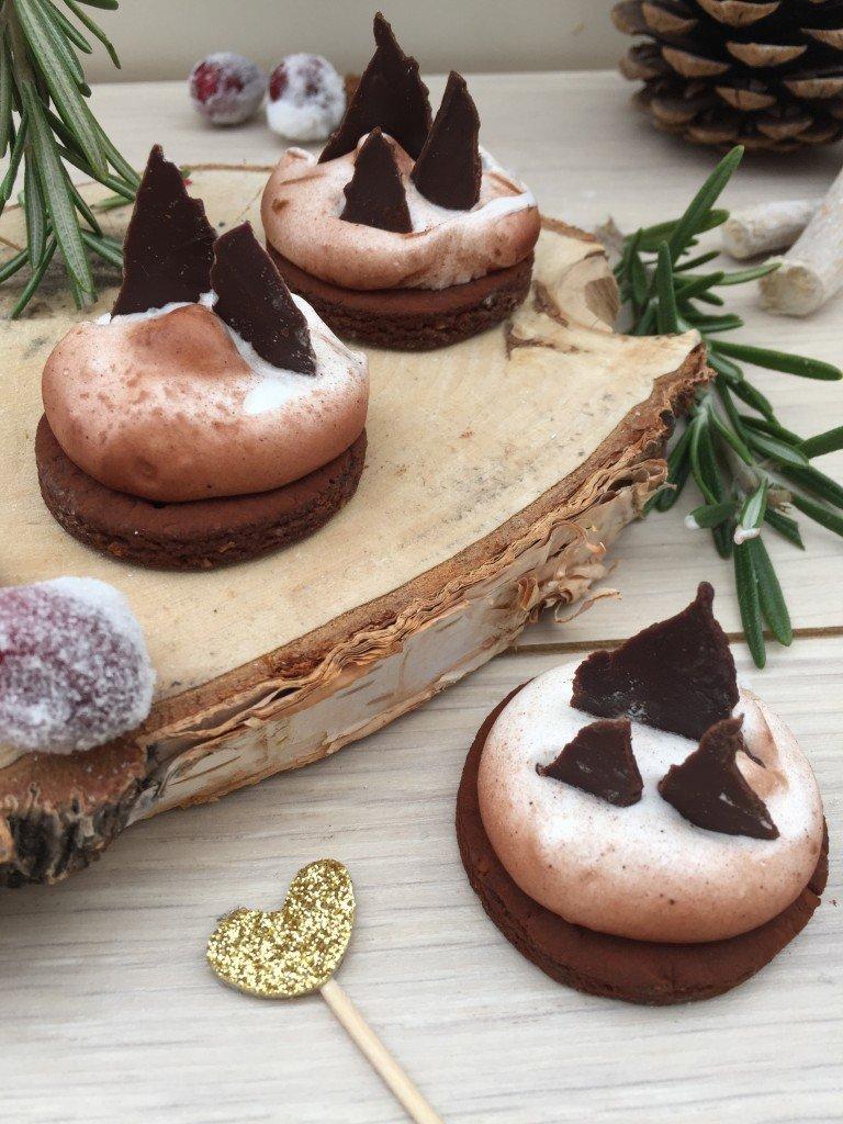 gastbeitrag kleine winterlandschaften aus keksen und schokolade von pieces of sugar life is. Black Bedroom Furniture Sets. Home Design Ideas