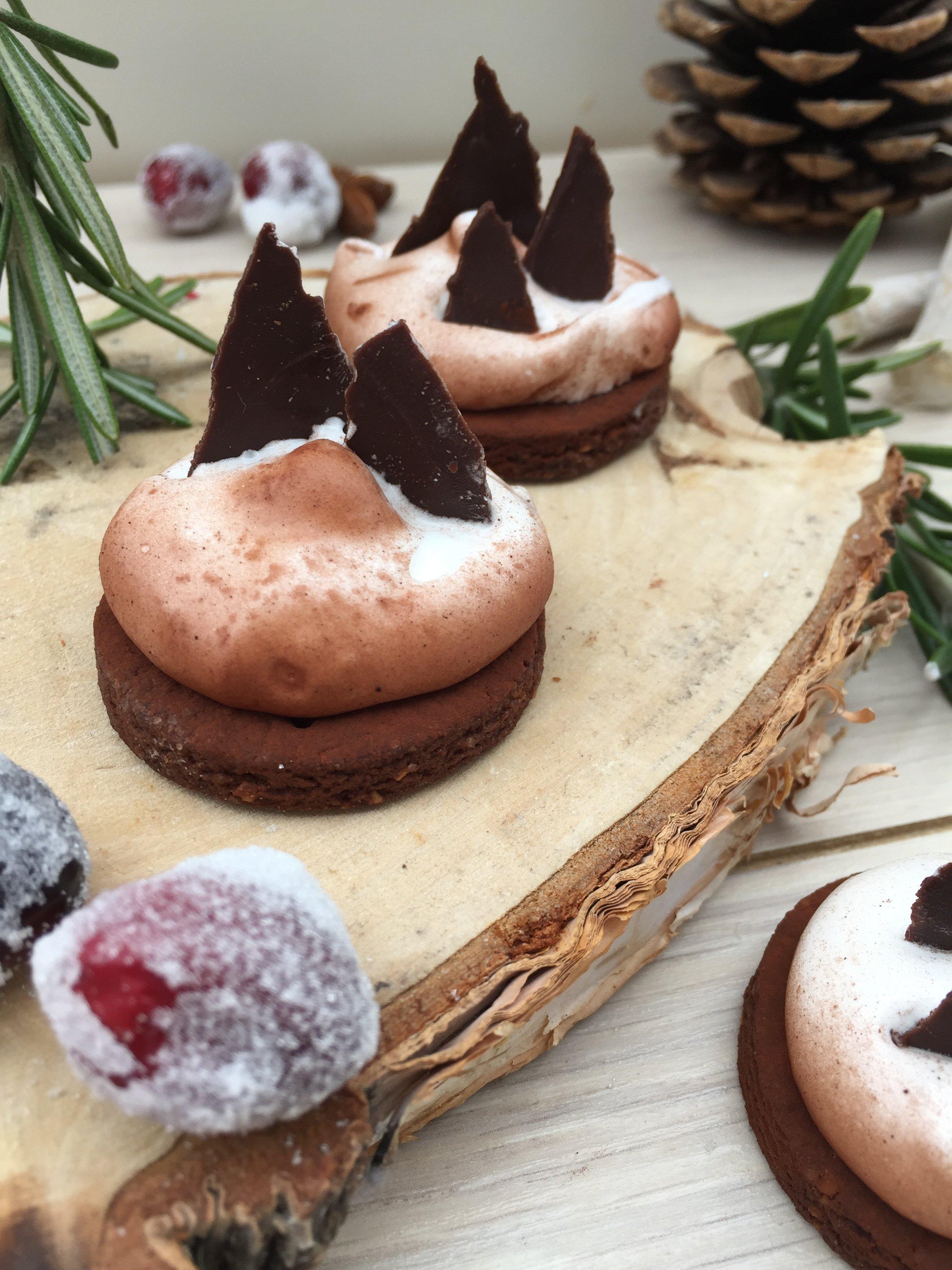 """Gastbeitrag: Kleine Winterlandschaften aus Keksen und Schokolade von """"Pieces of sugar"""""""