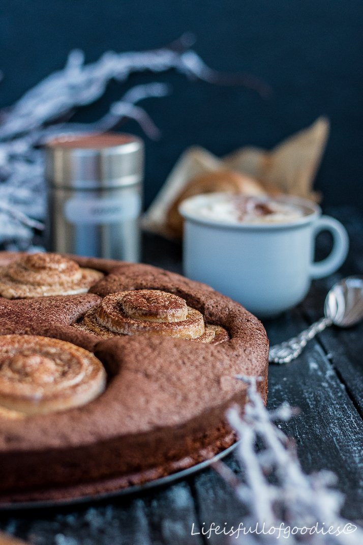 Cinnamon-Roll-Brownie-Cake und Zimtschnecken pur