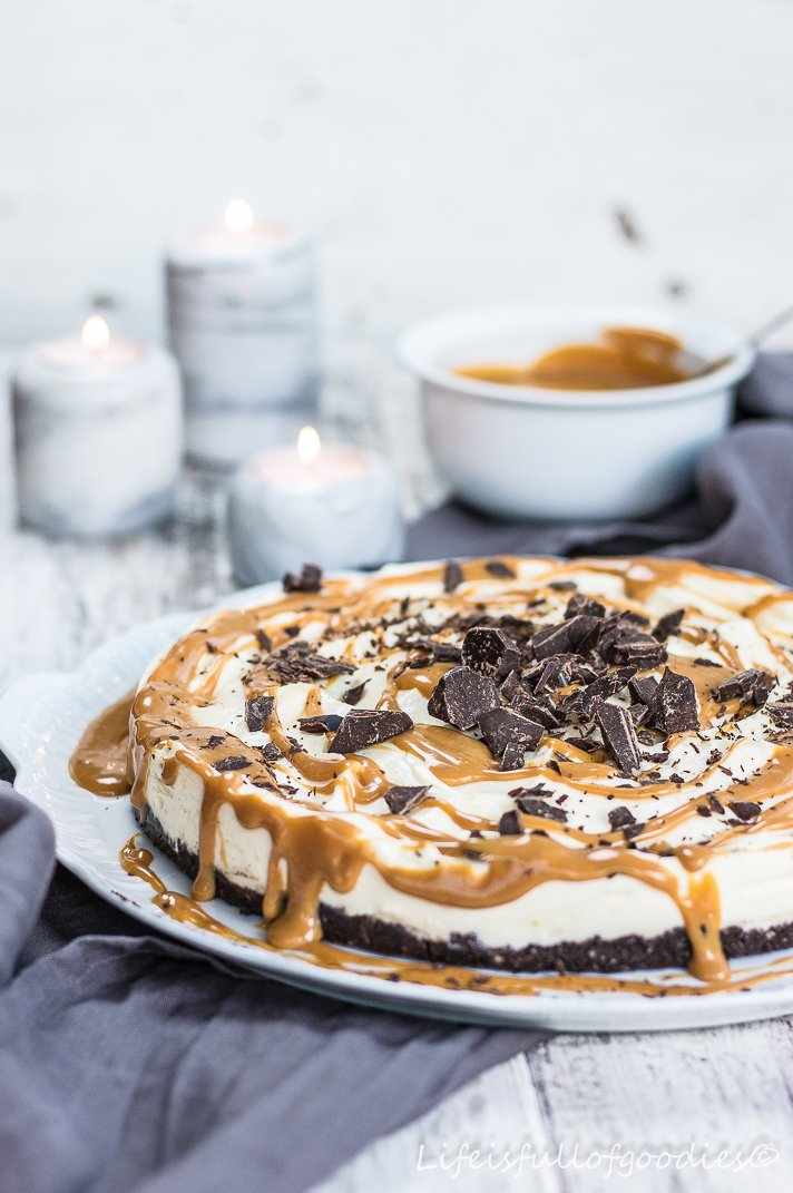 No bake – White Chocolate Cheesecake mit Karamell und Oreoboden