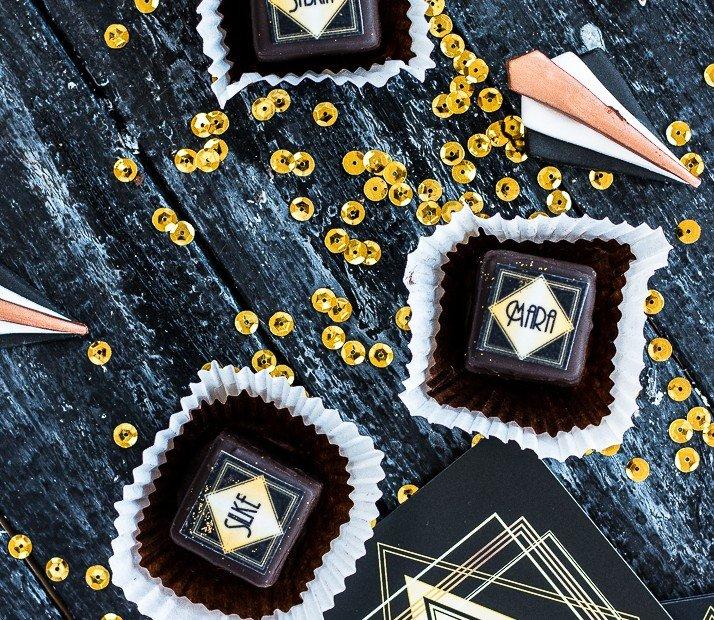 "Petitsfours als ""Tischkarten"" von Julies Cakes"