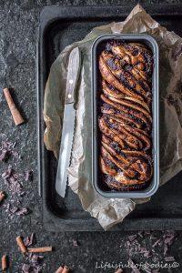 Pflaumenmus-Schoko-Zopf mit Schokoladenguss