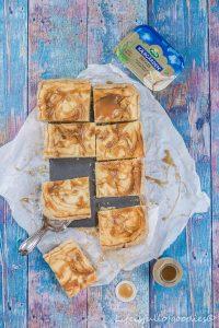 Cheesecake Bars mit Salzkaramell und ein Bloggerbackbuch zum Gewinnen!