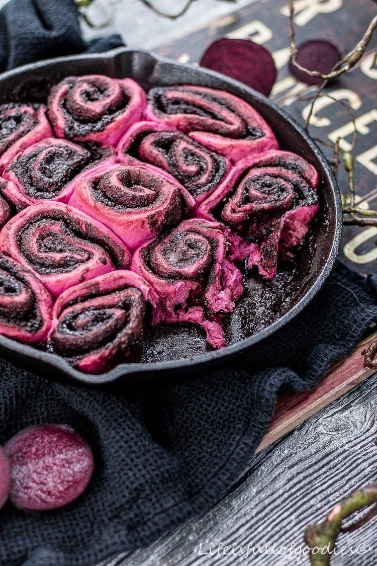 Rote Bete Schnecken mit Kakaofüllung
