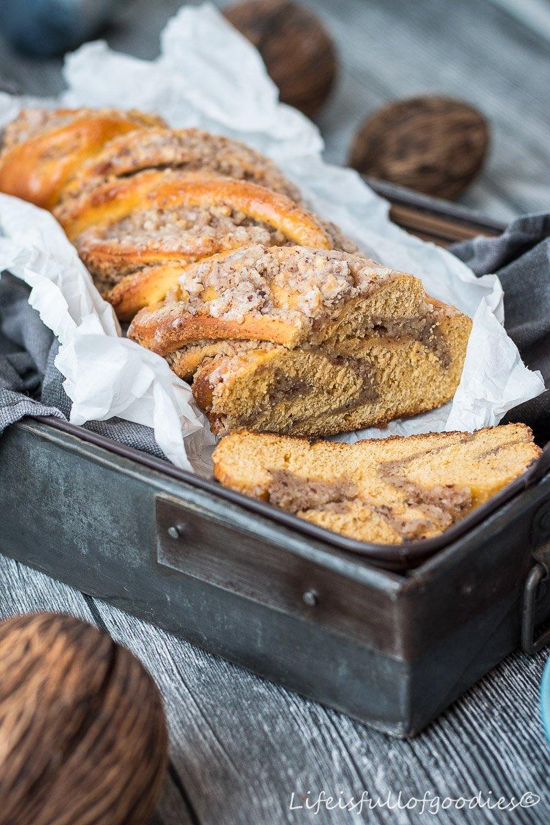 Saftiger Süßkartoffelzopf mit Nussfüllung