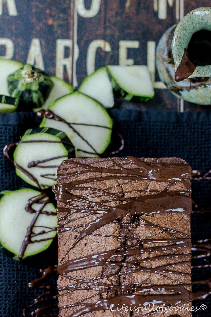 Zucchini-Schoko-Rührkuchen