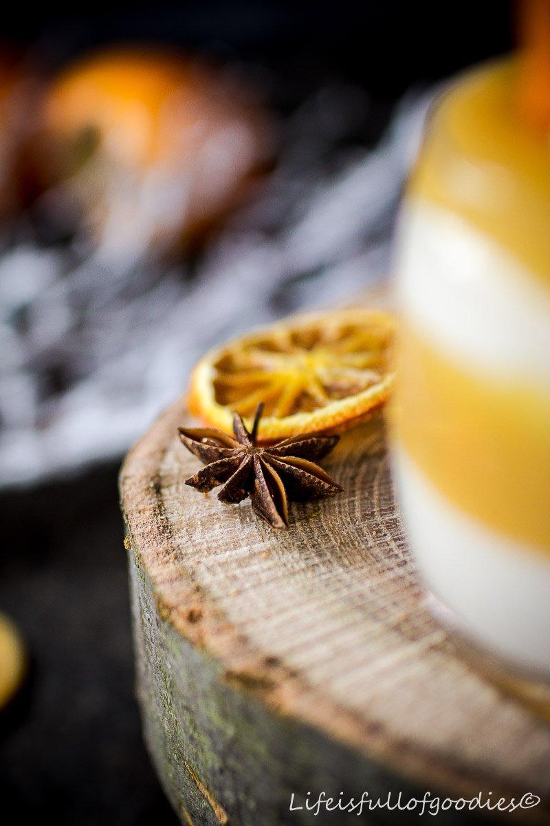 Kaki-Orangen-Mango-Fruchtaufstrich und ein Kaki-Mascarpone-Dessert