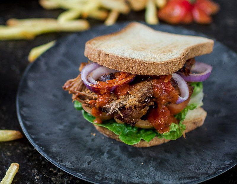 Homemade Ketchup im Pulled Pork Sandwich