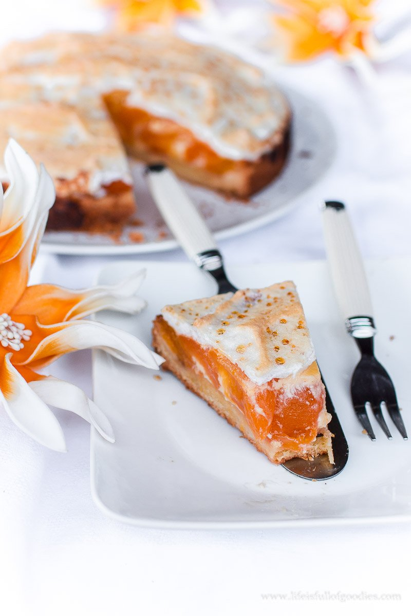 Saftiger Aprikosenkuchen mit Baiser