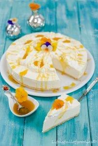 Fluffige Passionsfrucht-Käsesahne-Torte mit Maracujasirup aus unserer BACK CHALLENGE