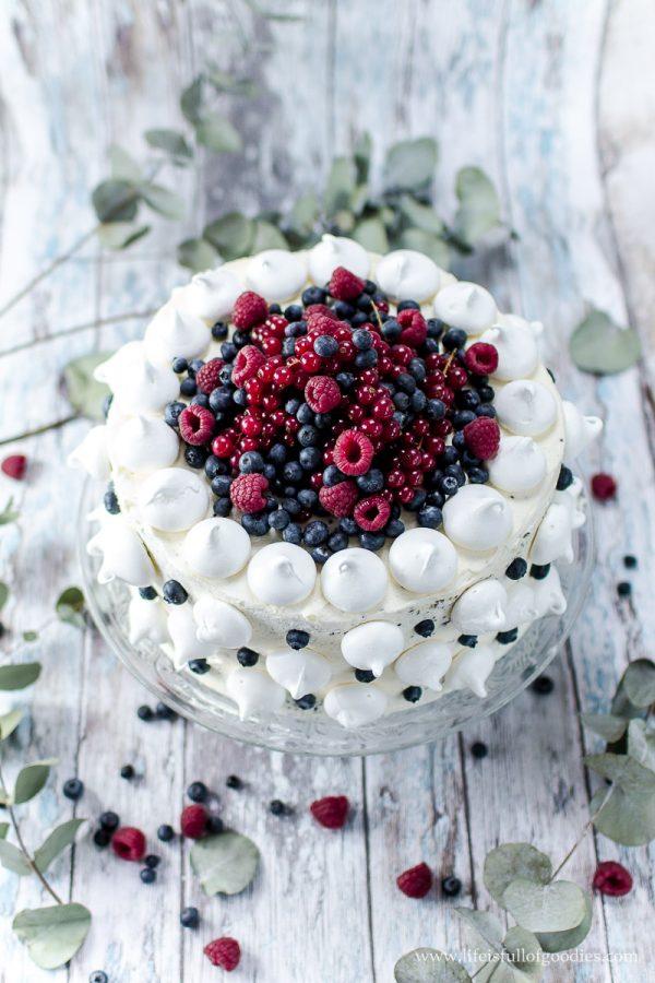 Beerentorte – eine ruckzuck verzierte schwarz-weiß-Torte