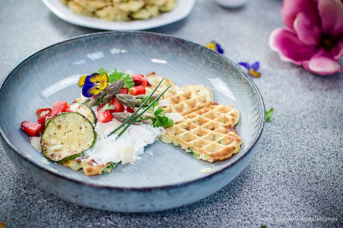 Bärlauch-Käse-Waffeln mit Quarkdip und eine neue Küchenmaschine