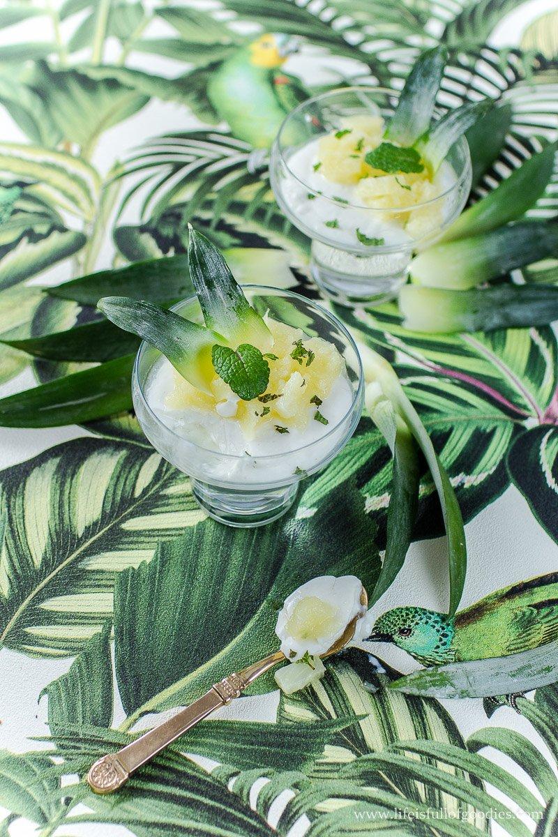 Kokospudding mit Ananaskompott