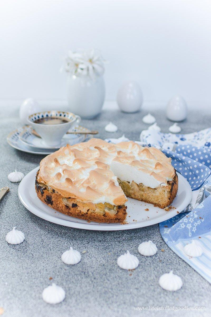 Klassischer Rhabarberkuchen mit Baiserhaube wie bei Oma