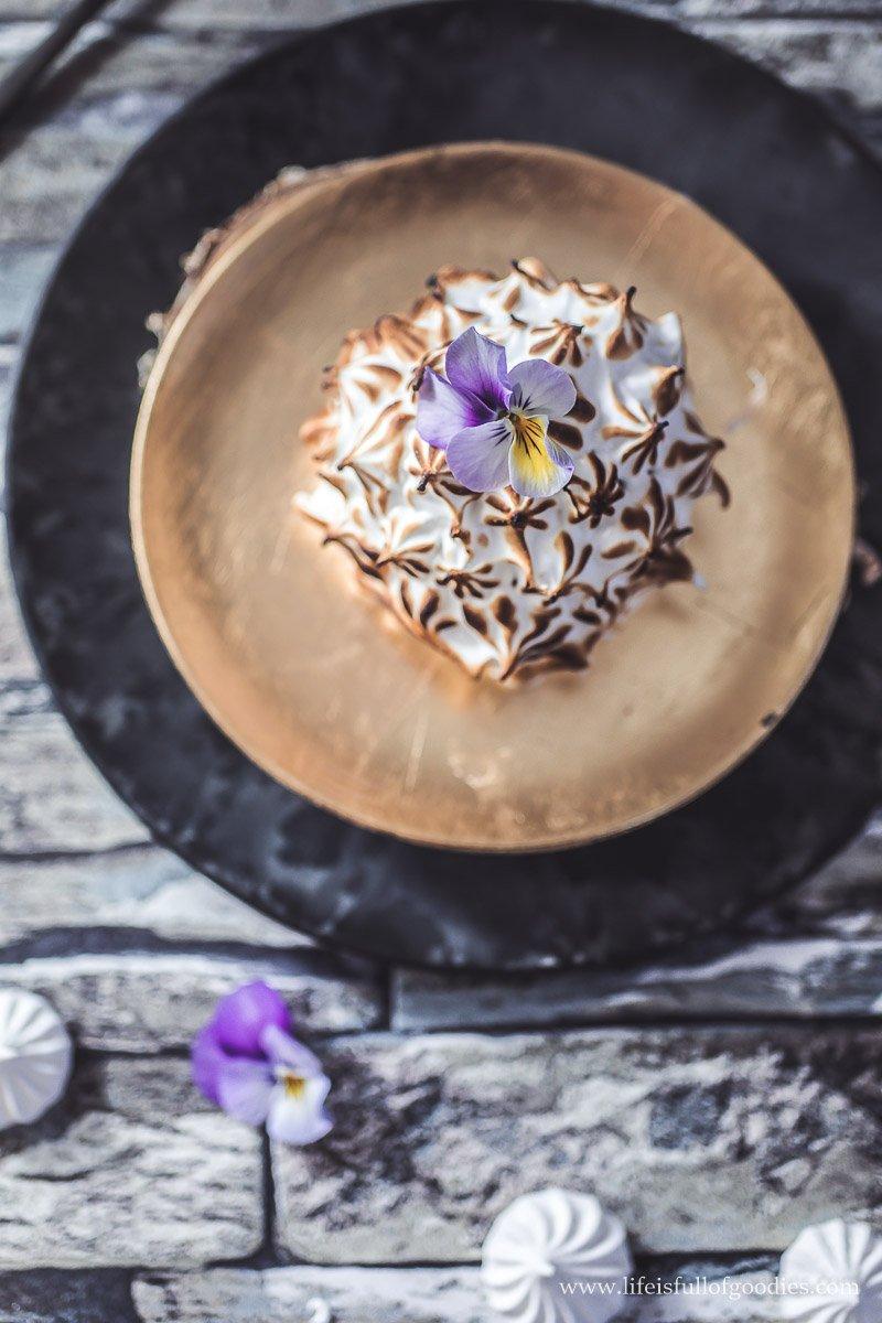 Baked Alaska - mit Dulce de leche Eis, Schokohülle & Karamellkern