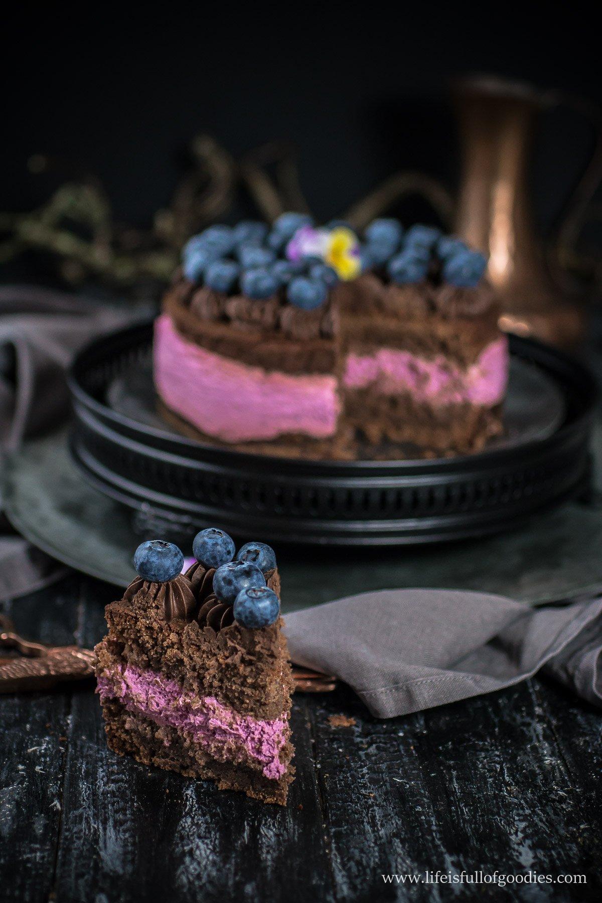 Brownie-Törtchen mit Beerencreme