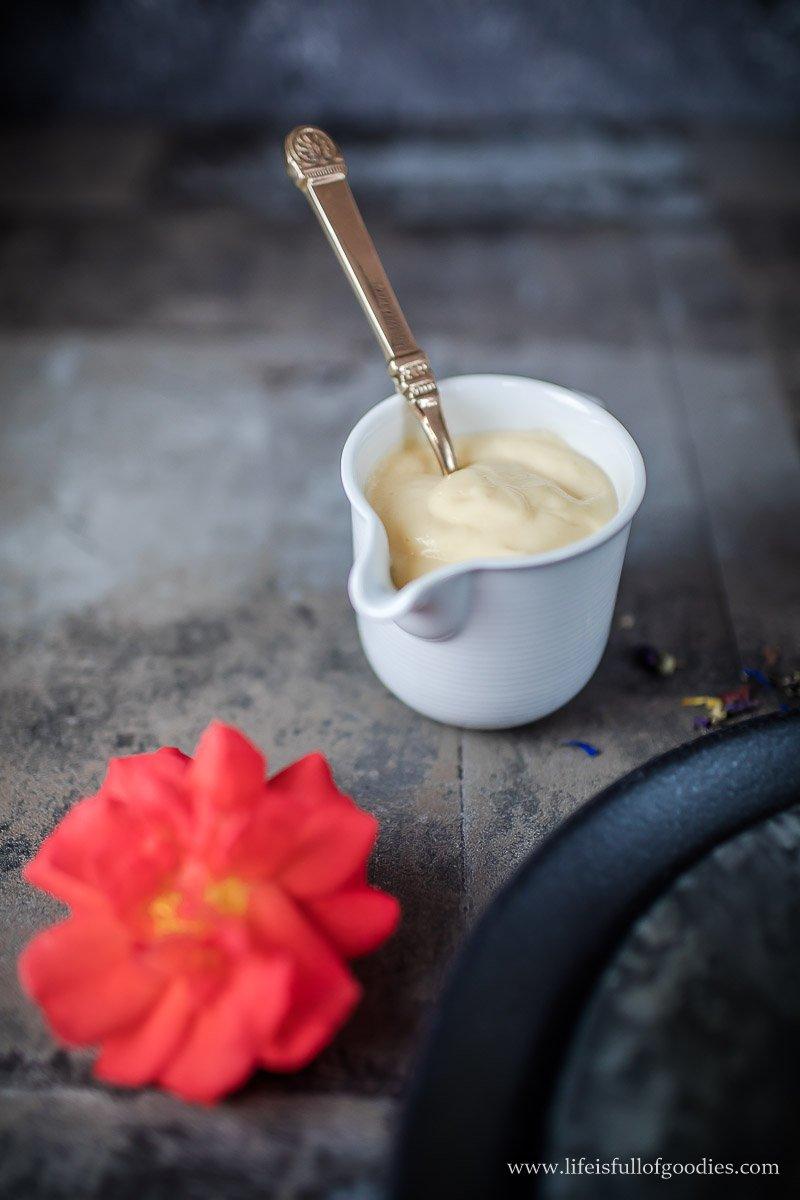 Gesunde Quark-Marillenknödel mit cremiger Vanillesauce