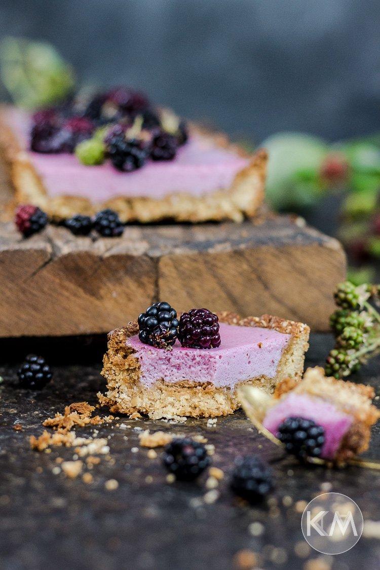 Leichte und gesunde Brombeermousse-Tarte (ganz ohne Sahne)