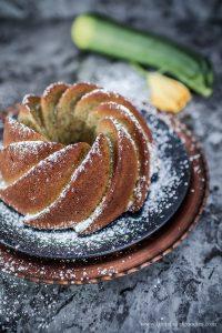 Zucchini-Haselnuss-Kuchen – super saftig und nussig