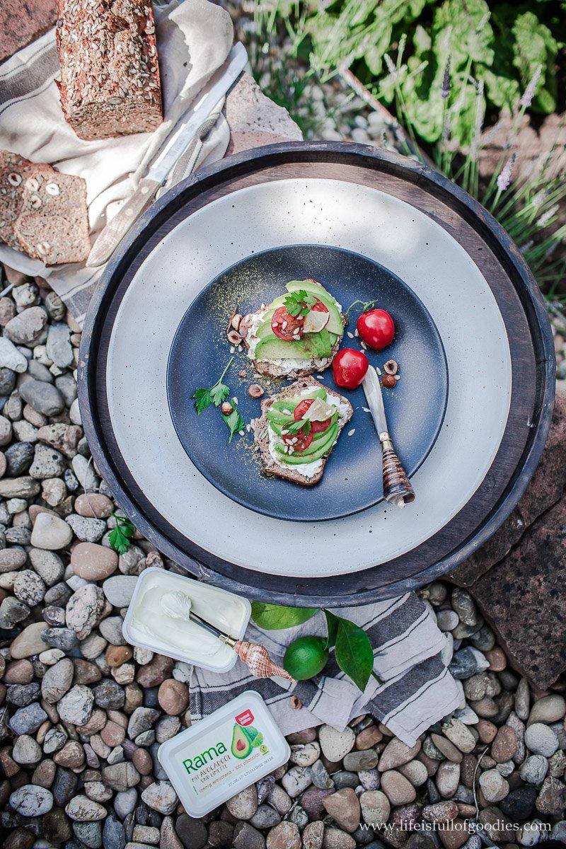 Dinkelvollkornbrot mit Haselnüssen und Eiersalat