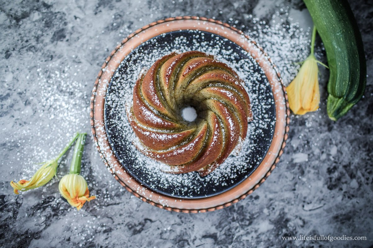 Zucchini-Haselnuss-Kuchen - super saftig und nussig
