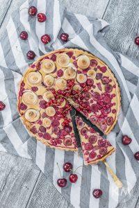 Karamellbeerentarte – mit Dinkelmehl, Quark und Früchten (und ohne Raffinadezucker)