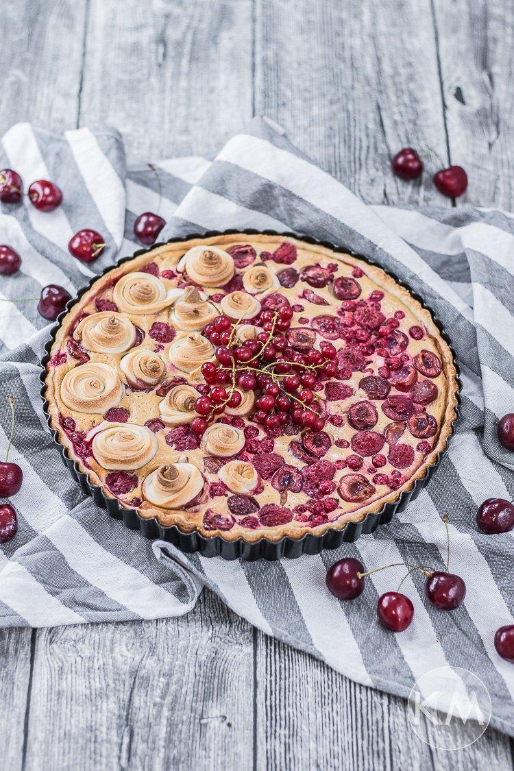 Karamellbeerentarte - mit Dinkelmehl, Quark und Früchten (und ohne Raffinadezucker)