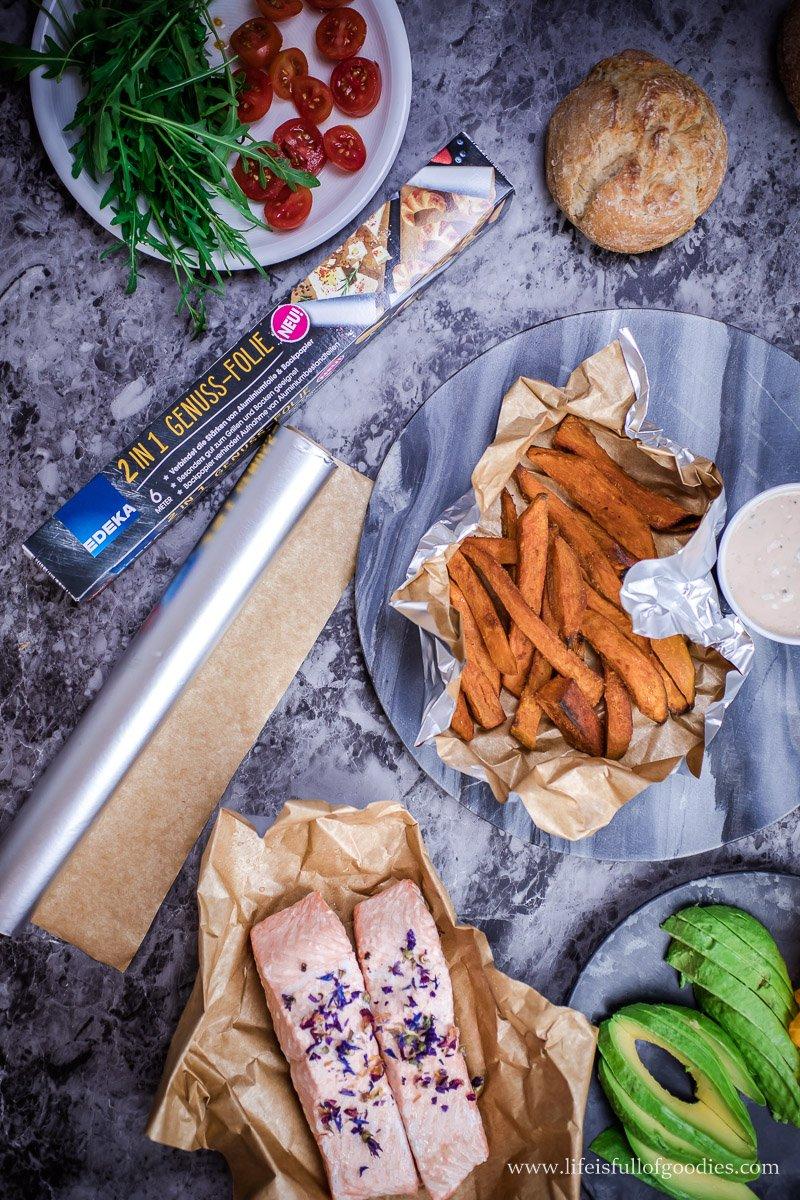 Lachsburger mit Süßkartoffelpommes und die Genuss-Folie von EDEKA
