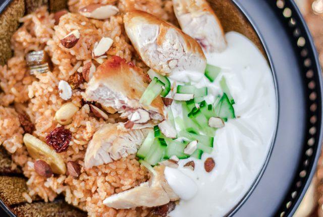 Veganes Kichererbsencurry, Chai-Honig-Porridge und eine arabische Reispfanne