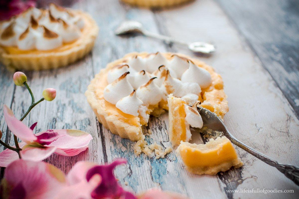 Zitronen Tartelettes mit Baiser
