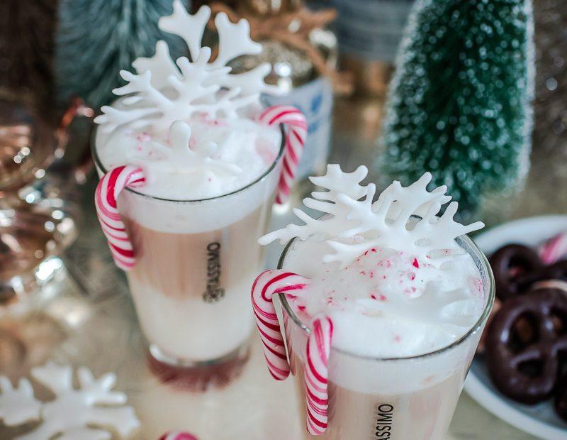 Kaffeekuchen mit perfekter Schokoglasur und Latte Macchiato Baileys mit Zuckerschneeflocken
