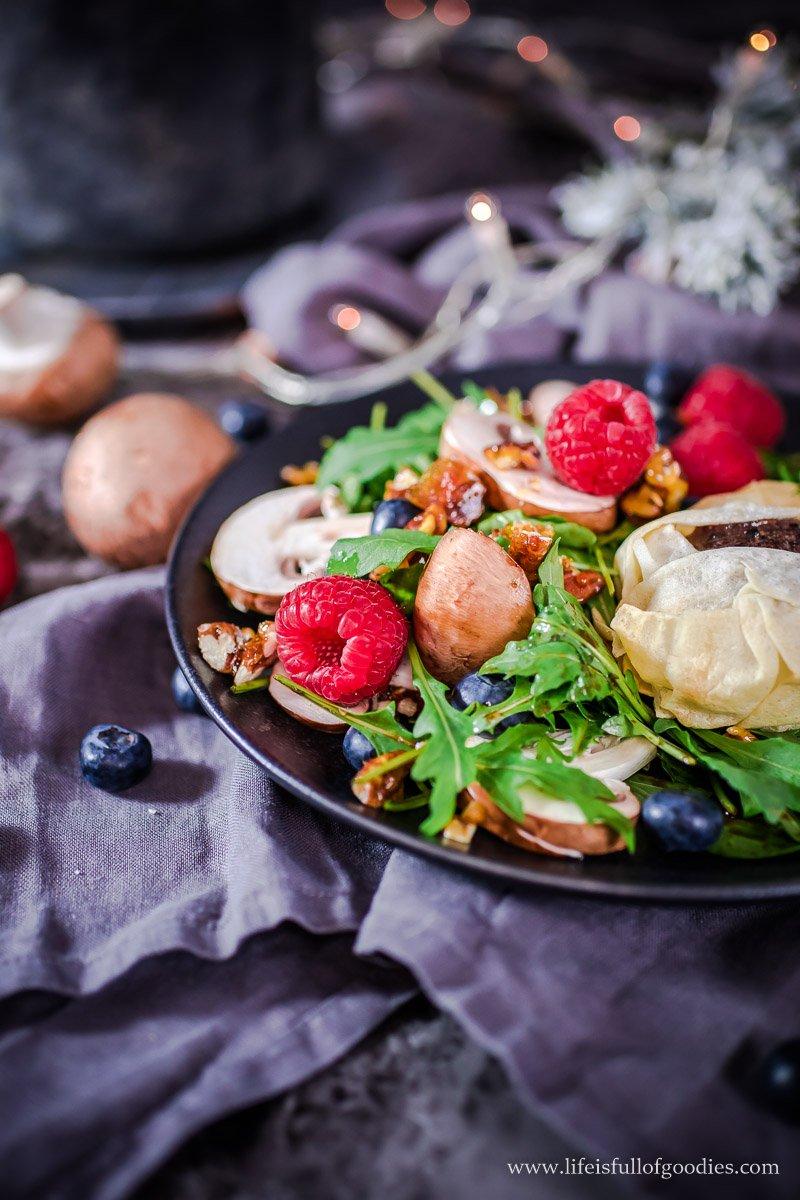 Rucolasalat mit karamellisierten Pecannüssen und 5-Gewürz-Rinderfilet mit süßem Möhrchenstampf