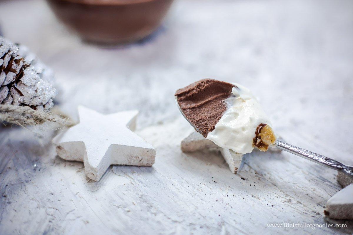 Schoko-Mascarpone-Dessert mit Haselnusskrokant